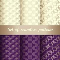 set van paarse en gouden luxe naadloze patronen vector