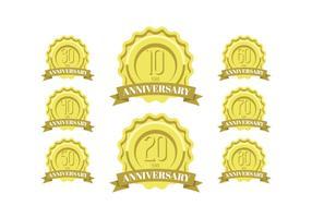 Verjaardag viering gouden etiketten en badges vector
