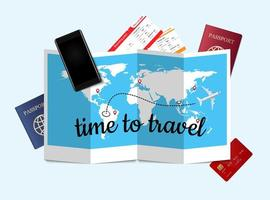 reisconcept met items op gevouwen kaart