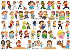 groot aantal kinderen die verschillende activiteiten doen.