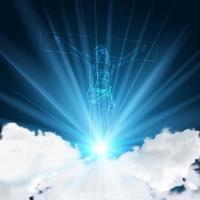 Jezus op de blauwe gloeiende hemelachtergrond