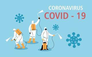 mannen in beschermend pak, desinfectie door coronavirus