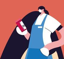 vrouwelijke serveerster met gezichtsmasker en uniform