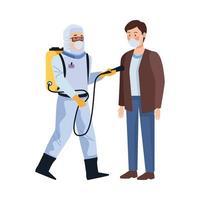 bioveiligheidswerker met draagbare sproeier en man