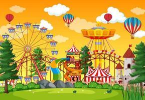 pretparkscène overdag met ballonnen in de lucht