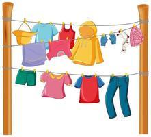 geïsoleerde kleren op het rekvertoning