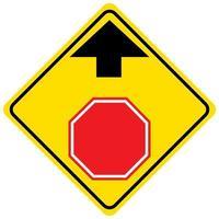 stop vooruit geel bord op een witte achtergrond