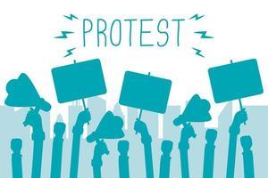 handen met protestbanners en megafoons