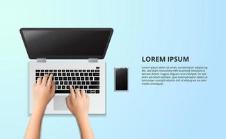 laptop typen op de houten tafel met illustratie