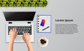 hand typen op de laptop op het bureau vector