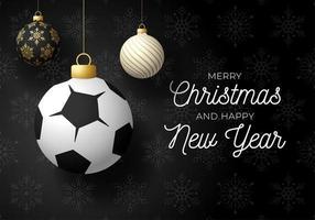kerstkaart met bal versieringen en voetbal of voetbal
