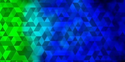 lichtblauwe, groene vectorachtergrond met veelhoekige stijl.