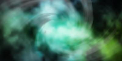 lichtblauwe, groene vectortextuur met bewolkte hemel. vector
