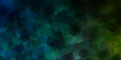 lichtblauwe, groene vectorachtergrond met driehoeken.