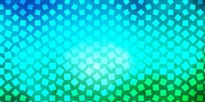 lichtblauwe, groene vectorachtergrond in veelhoekige stijl.