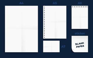 set van verfrommeld vier standaard blanco serie papier set vector
