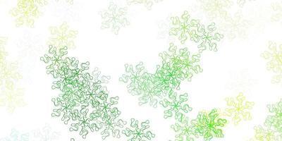 lichtgroen, geel vectorkrabbelpatroon met bloemen.