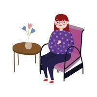 jonge vrouw die een bril draagt die in stoel zit
