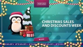 kerstverkoop en kortingsweek, groene horizontale kortingsbanner met knop, kaderslinger en pinguïn in kerstmanhoed met cadeautjes