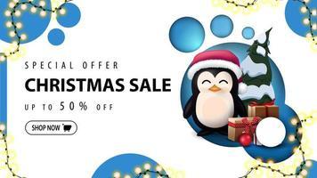 moderne kortingsbanner, speciale aanbieding, kerstuitverkoop, tot 50 korting. kortingsbanner met modern ontwerp met blauwe cirkels en pinguïn in kerstmanhoed met cadeautjes