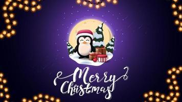 vrolijk kerstfeest, blauwe ansichtkaart met grote volle maan, sneeuwlaag, dennen, sterrenhemel en pinguïn in kerstmuts met cadeautjes