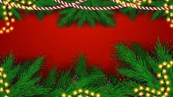 Kerstmis rode achtergrond met frame van kerstboomtakken en slingers, blanco voor uw kunst vector