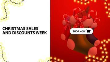 kerstverkoop en kortingen week, witte en rode kortingsbanner met knop en kerstsokken