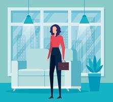 elegante zakenvrouw werknemer met portfolio in de woonkamer