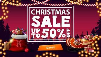 kerstuitverkoop, tot 50 korting, roze kortingsbanner met dennenbos op achtergrond, slingers, knop, kerstman tas, kerstman slee met cadeautjes vector