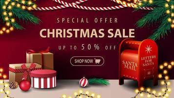 speciale aanbieding, kerstuitverkoop, tot 50 korting, banner met slingers en kerstman brievenbus met cadeautjes vector
