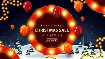 speciale aanbieding, kerstuitverkoop, tot 50 korting, kortingsbanner met cartoon winterlandschap en rond bord met bollen en ballons