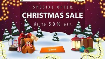 speciale aanbieding, kerstuitverkoop, tot 50 korting, kortingsbanner met winterlandschap, paarse sterrenhemel, slinger, knoop, antieke lamp, sneeuwbol en cadeau met teddybeer vector