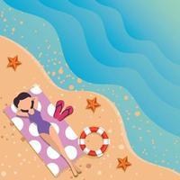 mooie vrouw met zwembroek ontspannen in handdoek op het strand vector