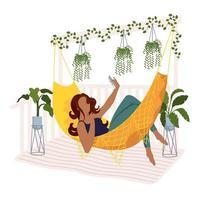afro jonge vrouw die een selfie in een hangmat