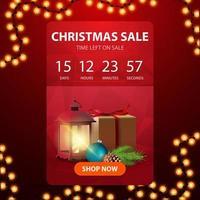 kerstuitverkoop, rode webbanner met knop, afteltimer tot het einde van kortingen, cadeau, vintage lantaarn, kerstboomtak met een kegel en een kerstbal