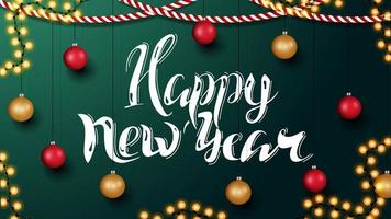 gelukkig nieuwjaar, groene horizontale wenskaart met prachtige letters en kerstdecor. sjabloon met muur met kerstdecor