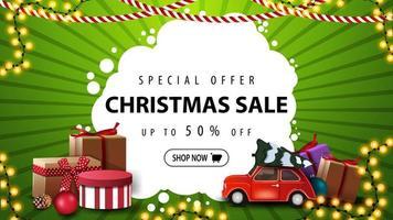 speciale aanbieding, kerstuitverkoop, tot 50 korting, groene en witte banner met cadeautjes, slinger en rode vintage auto met kerstboom