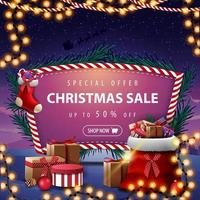 speciale aanbieding, kerstuitverkoop, tot 50 korting, kortingsbanner met kerstman tas met cadeautjes, kerstsokken en prachtig landschap op de achtergrond