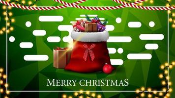 vrolijk kerstfeest, groene ansichtkaart met slingers, veelhoekige textuur, abstracte vloeibare vormen en kerstmanzak met cadeautjes