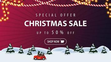 speciale aanbieding, kerstuitverkoop, tot 50 korting, paarse kortingsbanner met cartoon winterlandschap met rode vintage auto met kerstboom