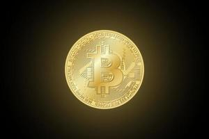 gouden bitcoin munt. vector crypto gouden valutasymbool op zwarte achtergrond. blockchain-technologie