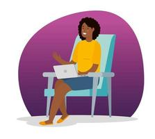 afro vrouw thuis werken met laptop zittend op de stoel