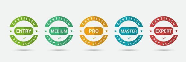 logobadge voor standaard gecertificeerd bedrijf met opleidingscriteria. zakelijke certificering label vector ontwerpsjabloon.