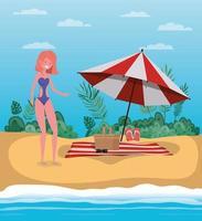 jonge vrouw op het strand