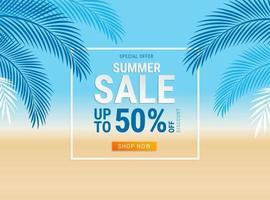 zomer verkoop kaart met kokos bladeren op de achtergrond van het strand. vector illustratie