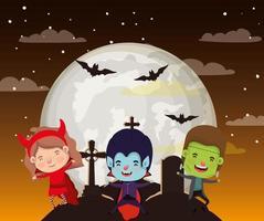 halloween-seizoenscène met kinderen in kostuums in donkere nacht