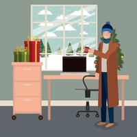 jonge man met pijnboom en geschenken kerstviering