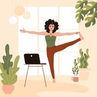 meisje in yoga pose thuis. jonge vrouw herhaalt oefening instructeur en kijken naar online lessen op laptop. platte vectorillustratie