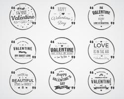Vectorfoto overlays, hand getrokken belettering collectie, inspirerende citaat. Valentine dag badges instellen. De liefde is in de lucht, bellencitaat en meer op witte achtergrond. Beste voor cadeaubon, brochure vector