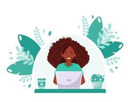 zwarte vrouw die op laptop werkt. freelance, online studeren, concept voor werken op afstand. thuiskantoor. vector illustratie